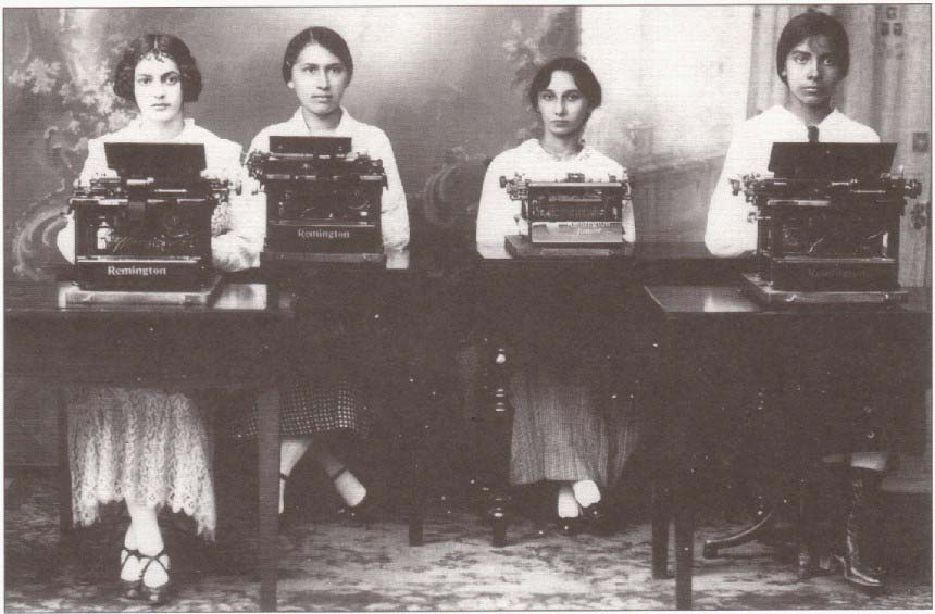 http://www.typewritermuseum.org/_ills-library/_photos/_arc/remington_manaus_1910s.jpg