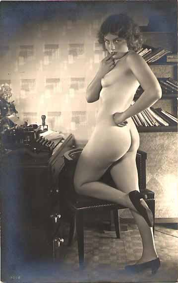 Royal 10  nude standing  (1920s)